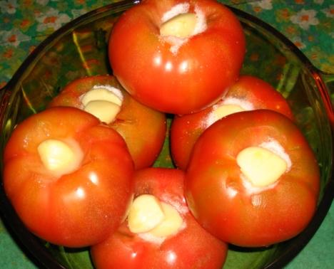 помидоры маринованные с чесноком и зеленью