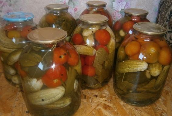 Рецепт ассорти: огурцы и помидоры маринованные на зиму