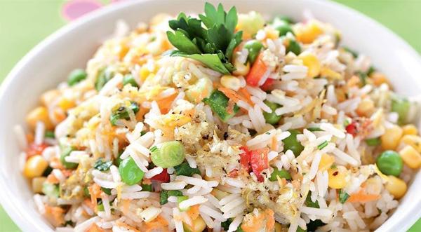 Салат рисовый с курицей