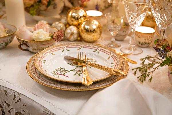Сервировка стола для встречи Нового 2019 года Свиньи
