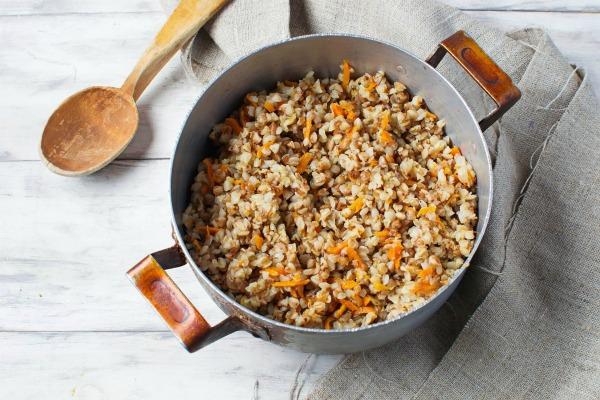 Гречневая каша с морковью и луком