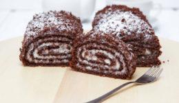 Шоколадный бисквитный рулет со сгущенкой и орехами: рецепт с фото