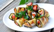 Рулетики из баклажанов с салями и помидором: рецепт с фото