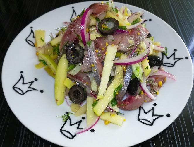 Салат из яблок и селедки