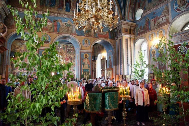 Как православные отмечают Троицу